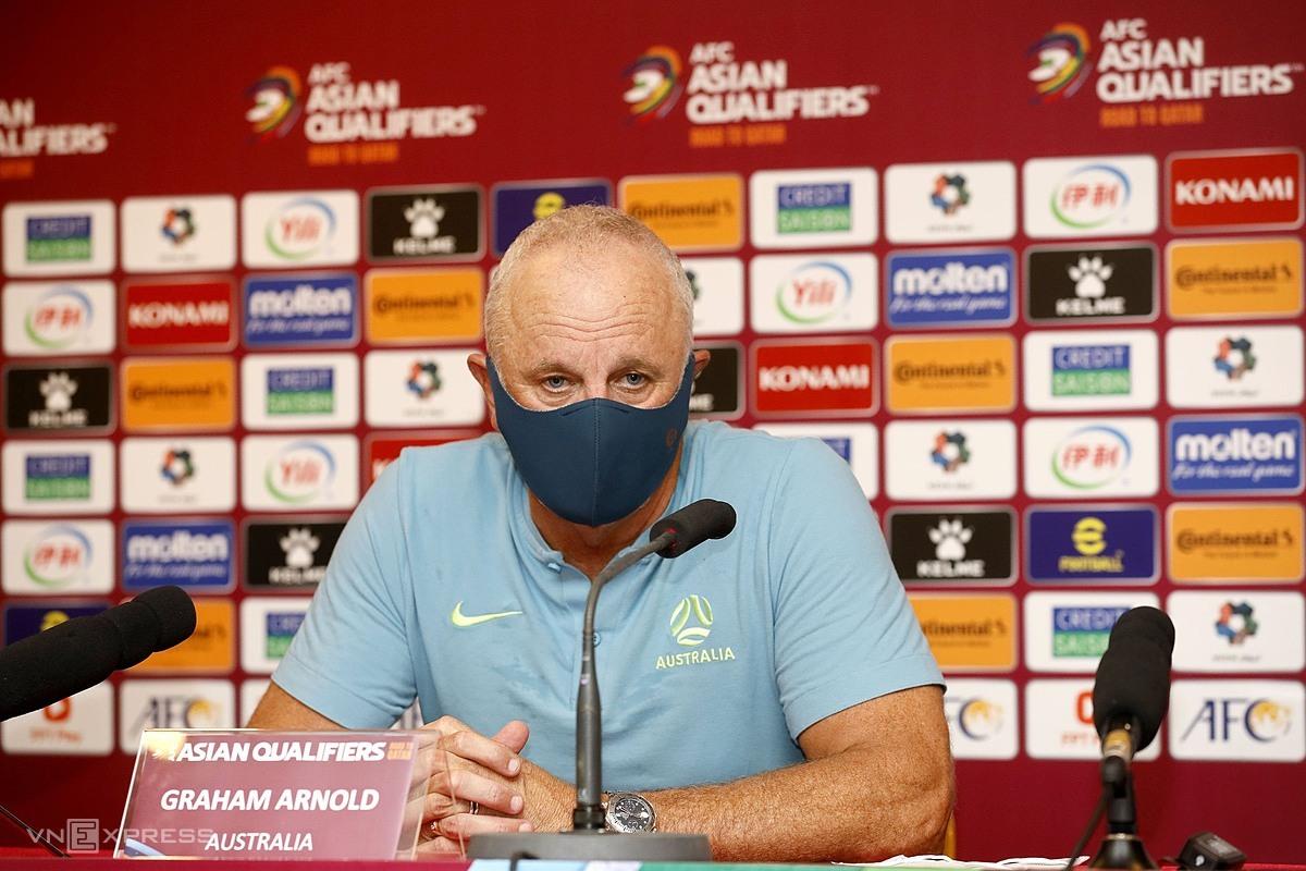 HLV Arnold trả lời họp báo sau trận đấu ở Mỹ Đình. Ảnh: Lâm Thoả