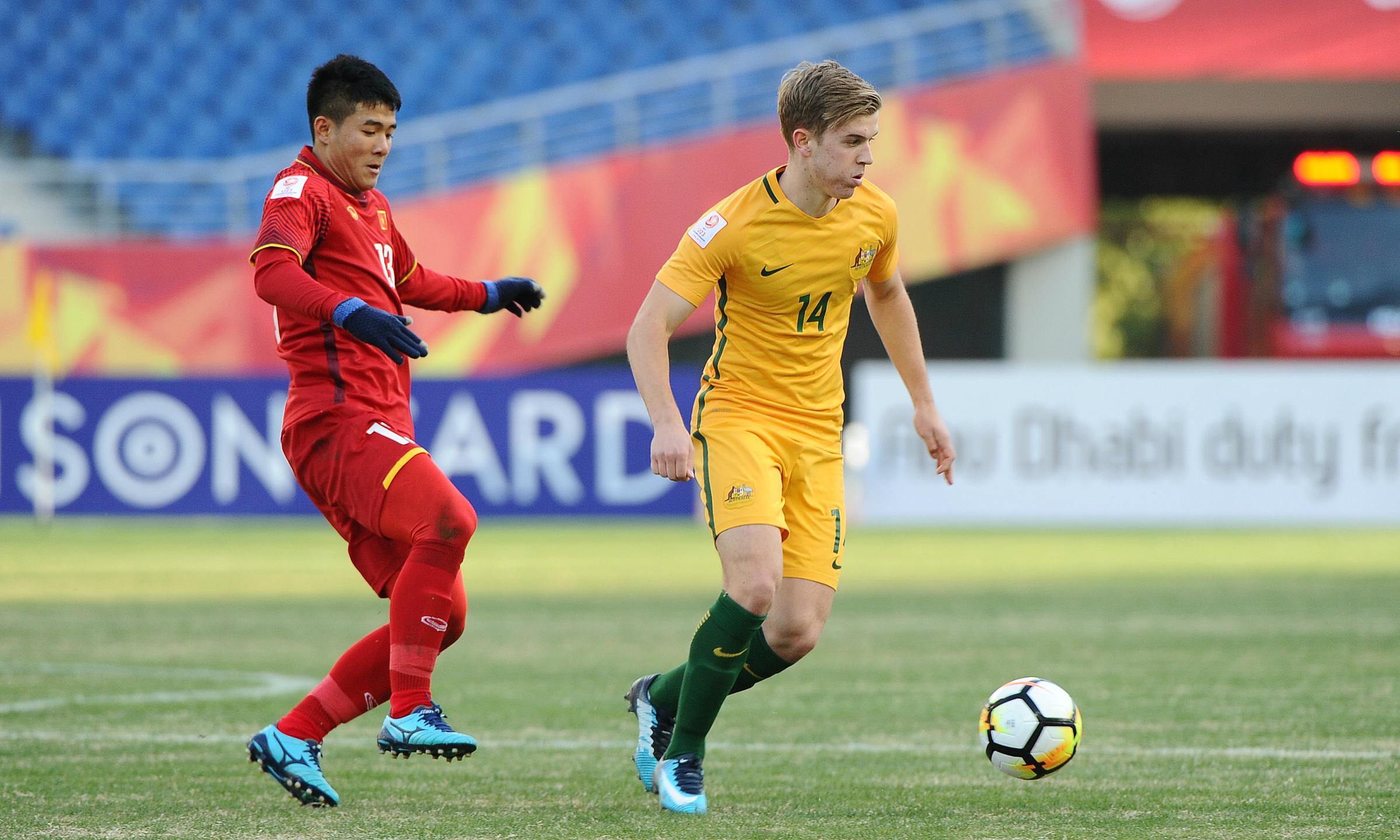Riley McGree (phải) và Hà Đức Chinh (trái) từng đối đầu ở giải U23 châu Á 2018. Lần này họ lại có cơ hội so tài ở vòng loại World Cup 2022. Ảnh: Socceroos