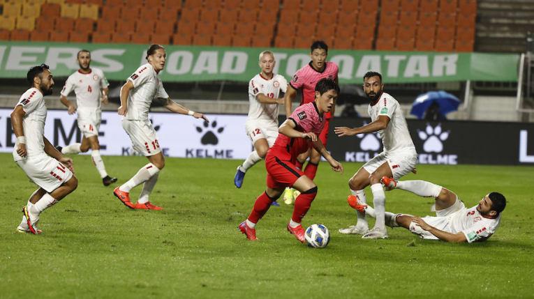 Hàn Quốc (đỏ) dứt điểm 20 lần cả trận, nhưng chỉ ghi một bàn. Ảnh: AFC