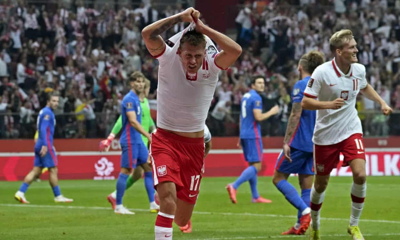 Szymanski cởi áo mừng bàn gỡ hoà 1-1. Ảnh: AP