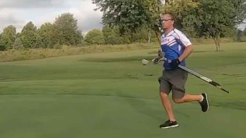 Dawley phải chạy qua 5,6 mét qua 18 hố khi lập kỷ lục vòng golf nhanh nhất.