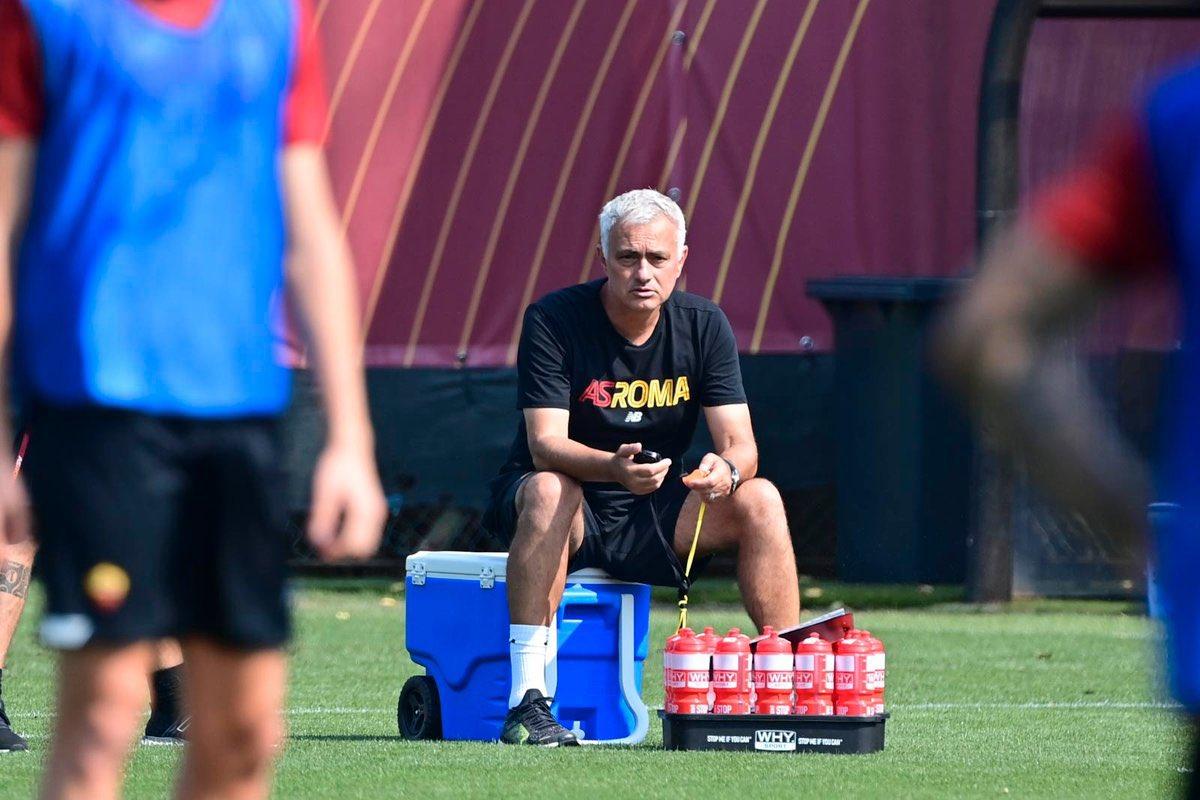 Mourinho di tempat latihan Trigoria AS Roma pada 8 September. Foto: Twitter / AS Roma