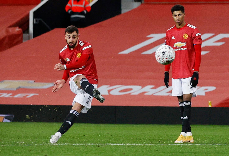 Bruno Fernandes là chuyên gia đá phạt của Man Utd, và không muốn mất vai trò đó khi Ronaldo đến. Ảnh: Reuters
