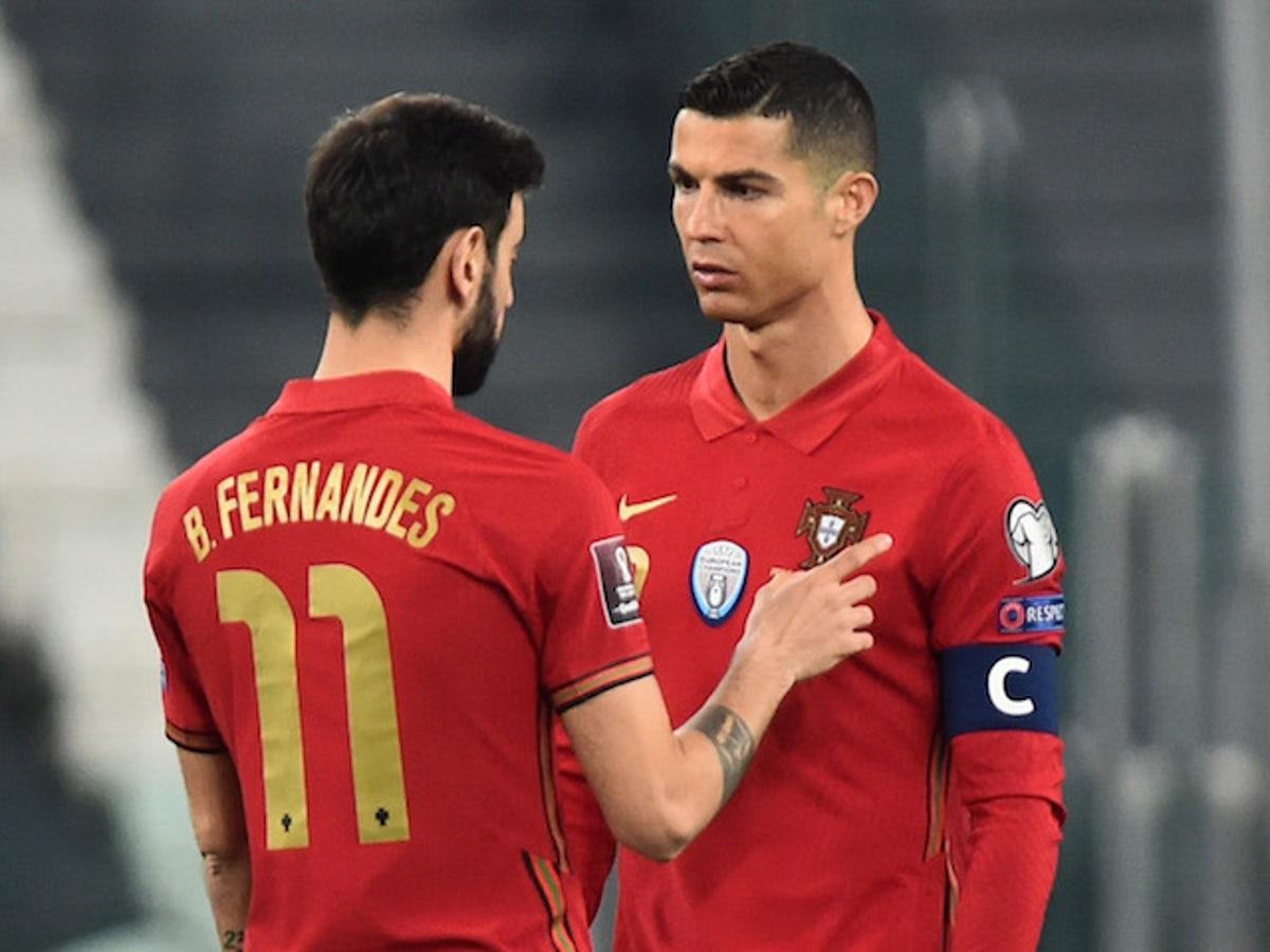 Tìm ra một giải pháp chiến thuật để thoả mãn cái tôi của cả Fernandes lẫn Ronaldo và khai thác tối đa năng lực của họ là bài toán khó cho HLV Solskjaer. Ảnh: Reuters