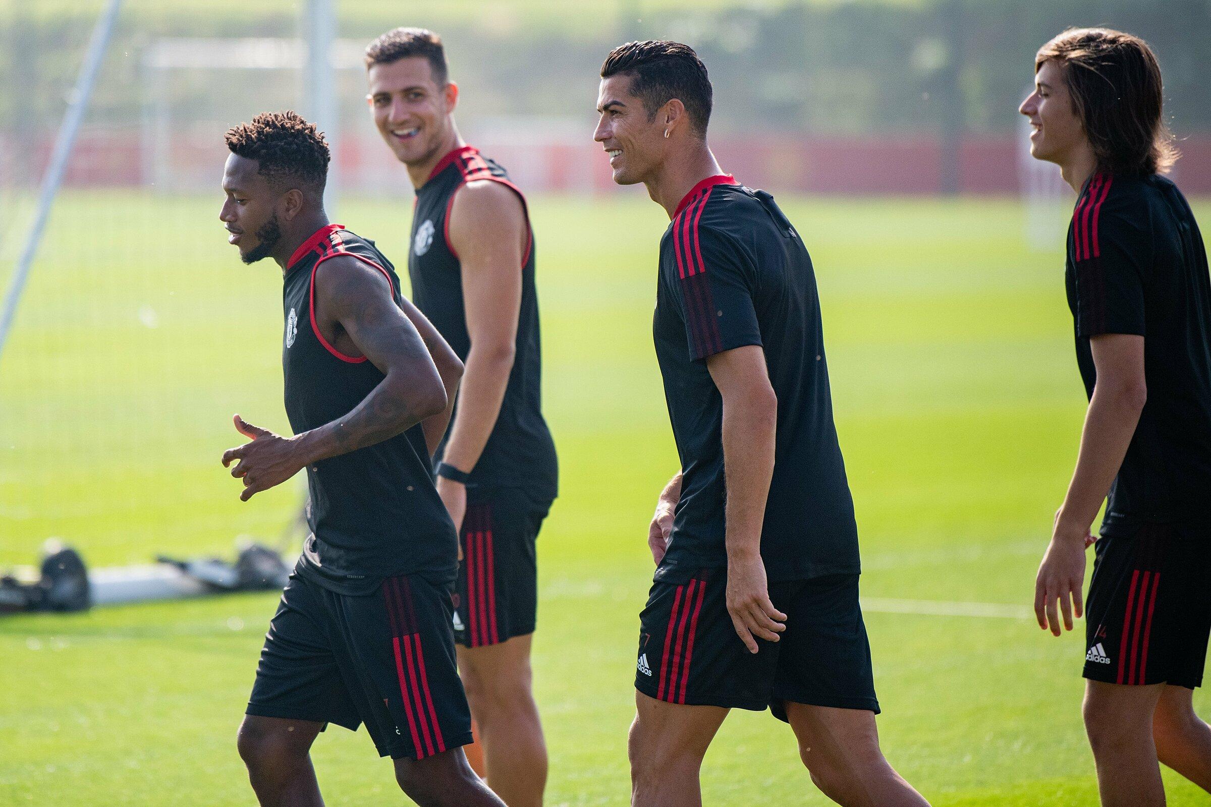 Sự hứng khởi thể hiện rõ trên gương mặt các thành viên Man Utd từ khi Ronaldo đến và ra sân tập cùng cả đội. Ảnh: mantutd.com