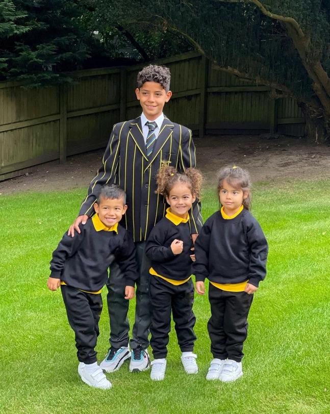 Anh cả Ronaldo Jr và ba em kế trong ngày nhập học trường mới. Ảnh: Instagram / Georgina Rodriguez