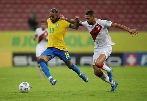 Neymar tỏa sáng trong trận thắng Peru 2-0. Ảnh: Reuters.