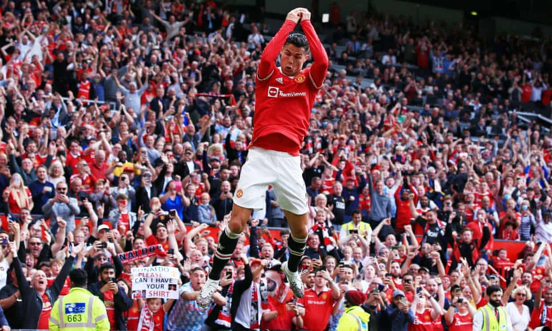Ronaldo mừng cú đúp trong trận ra mắt Man Utd trước Newcastle. Ảnh: Shutterstock