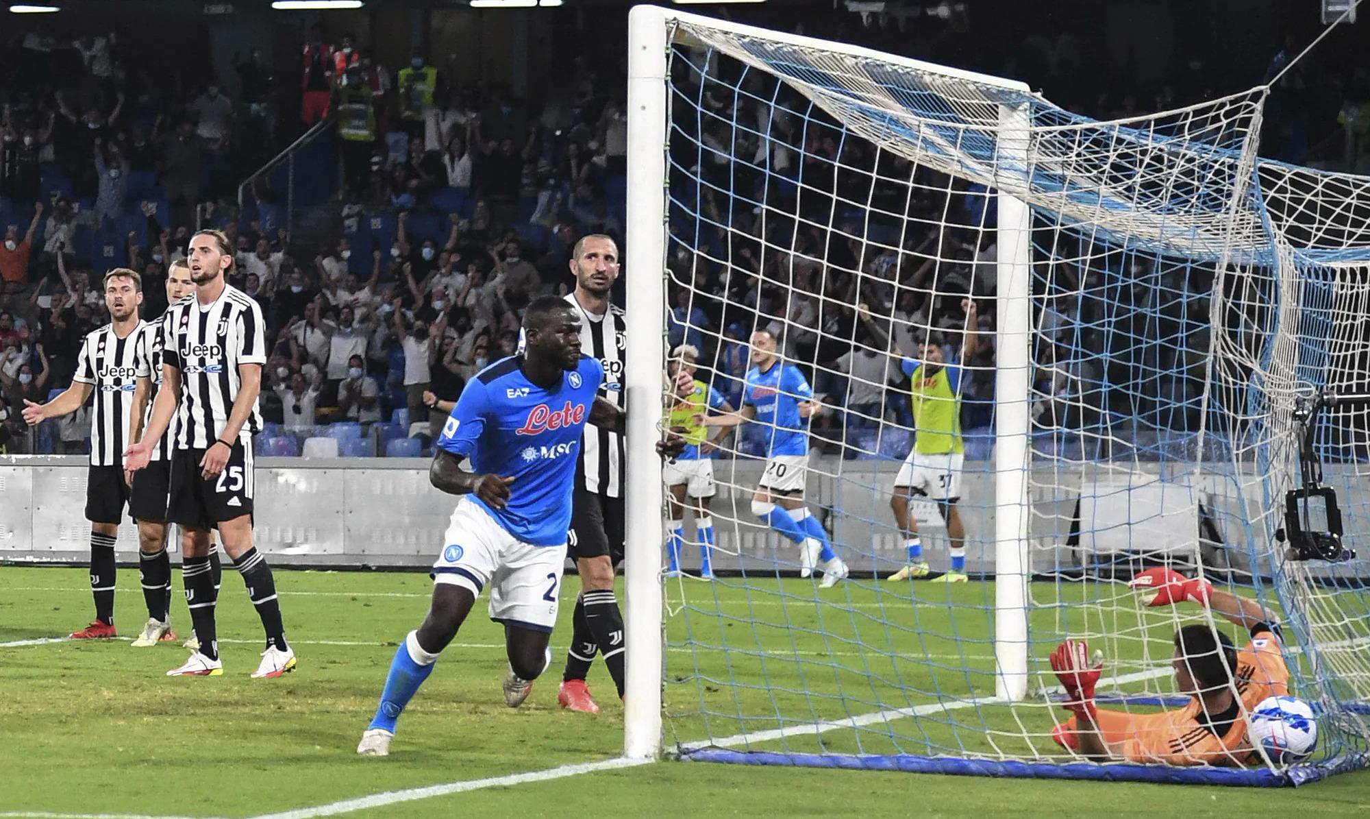 Koulibaly ghi bàn ấn định thắng lợi 2-1 cho Napoli trước Juventus. Ảnh: Photo Moscow  & Ansa
