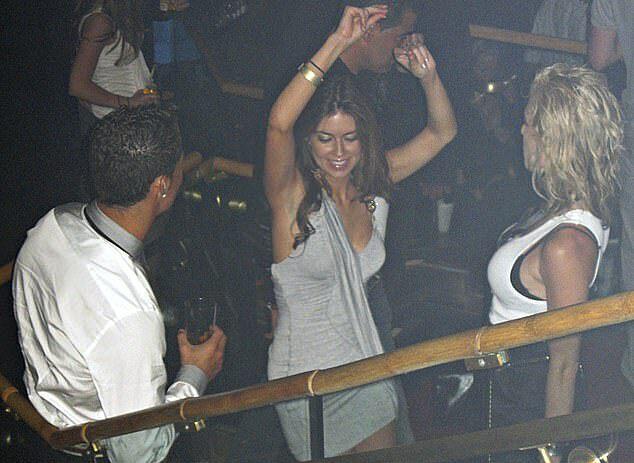 Ronaldo vui vẻ với Mayorga trong hộp đêm trước khi vụ tấn công tình dục, như người đẹp Mỹ tố cáo, xảy ra.