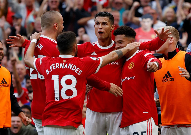 Ronaldo chia vui, đồng thời khích lệ các đàn em sau khi nâng tỷ số lên 2-0 cho Man Utd trong trận thắng Newcastle 4-1 hôm 11/9 tại Old Trafford, Manchester. Ảnh: Reuters