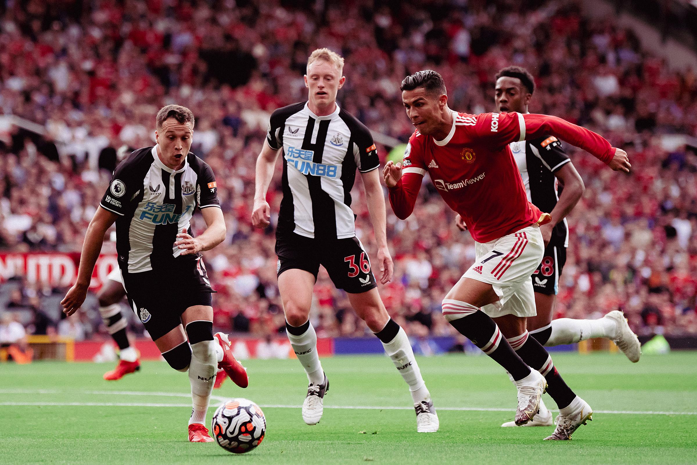 Ronaldo trong một pha tấn công ở đầu trận Man Utd - Newcastle hôm 11/9. Ảnh: Twitter / Man Utd