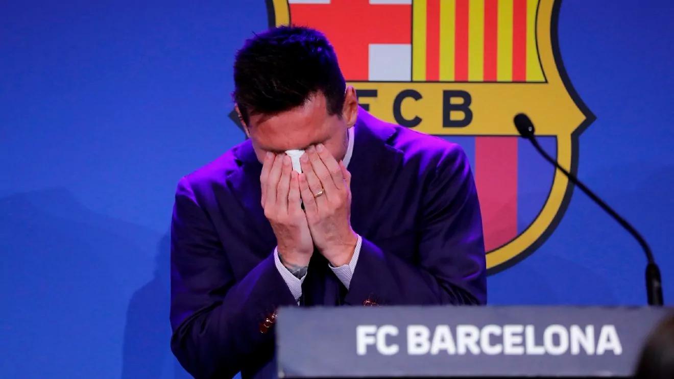 Messi bật khóc trong cuộc họp báo chia tay Barca. Ảnh: EFE