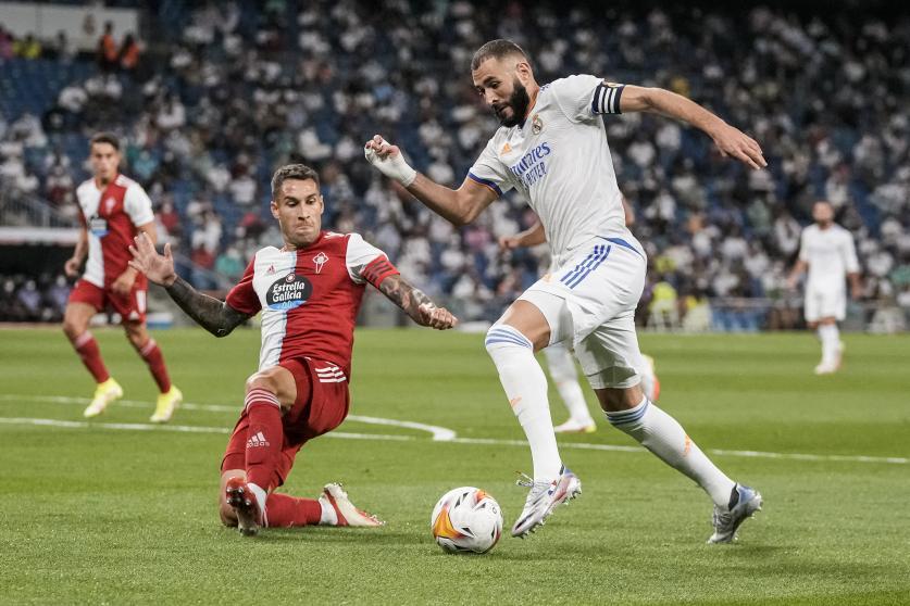 Benzema lập công đầu giúp Real thắng trong ngày trở về sân nhà quen thuộc Bernabeu. Ảnh: AP
