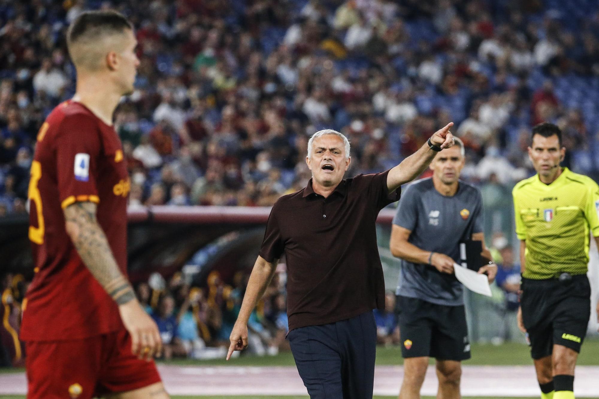 Sự liều lĩnh của Mourinho được đền đáp, khi ông dùng tới bốn tiền đạo và xua quân tấn công dồn dập trong hơn 15 phút cuối trận. Ảnh: ANSA