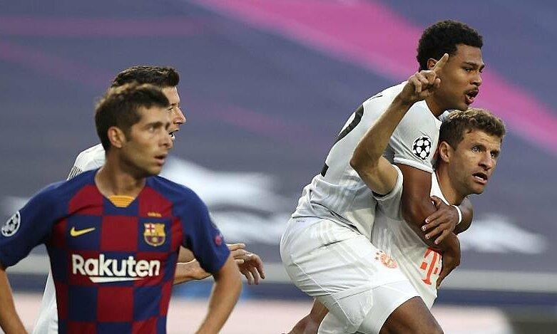 Bayern (áo trắng) mừng trận thắng Barca 8-2 ngày 14/8/2020. Ảnh: Reuters