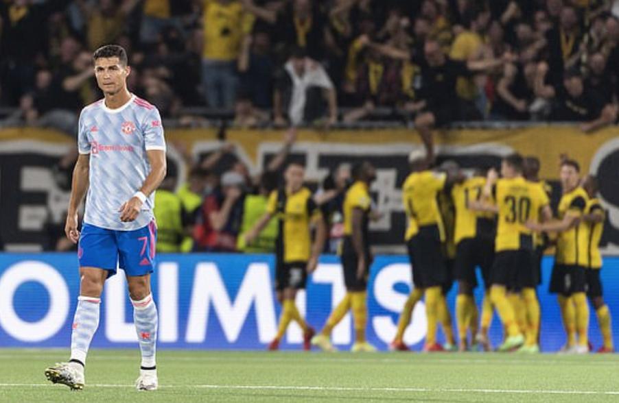 Ronaldo nhận lỗi buồn thua trận trong ngày anh cân bằng hai kỷ lục Champions League. Ảnh: AFP