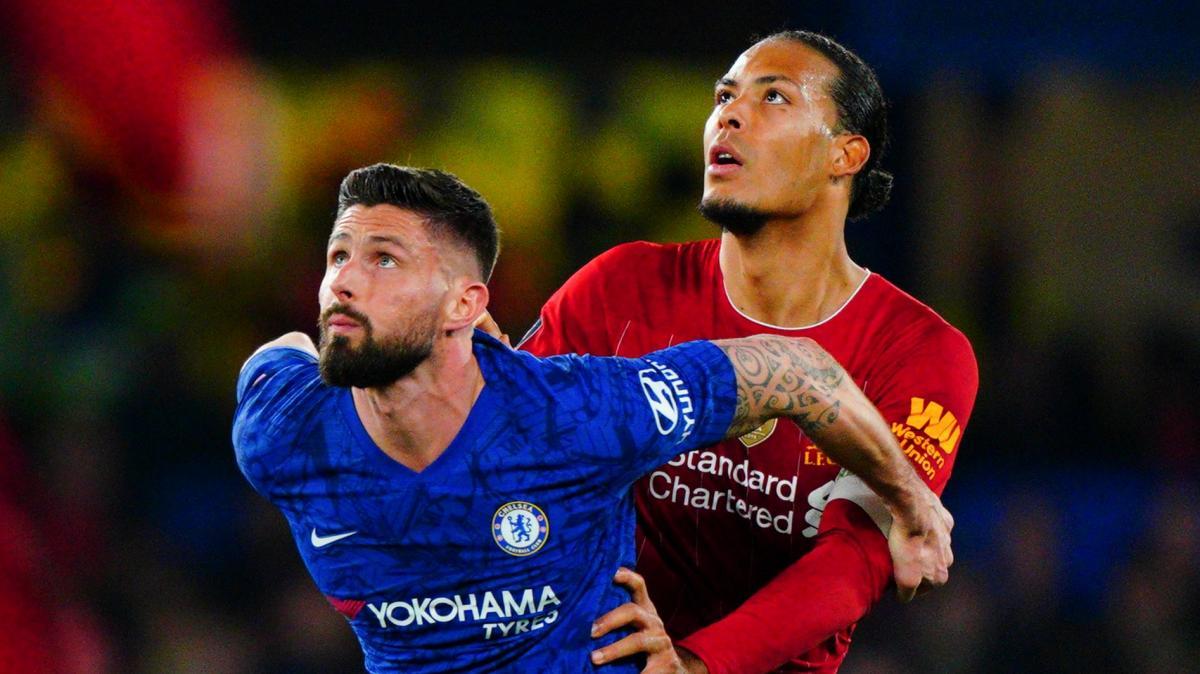 Giroud tranh bóng với Van Dijk trong trận vòng 5 Cup FA hôm 3/3/2020. Anh tịt ngòi trận này, nhưng Chelsea thắng Liverpool 2-0. Ảnh: BPI
