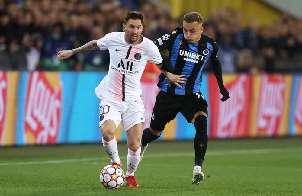 Messi chơi mờ nhạt trong lần đầu tiên đá chính cho PSG. Ảnh: AFP