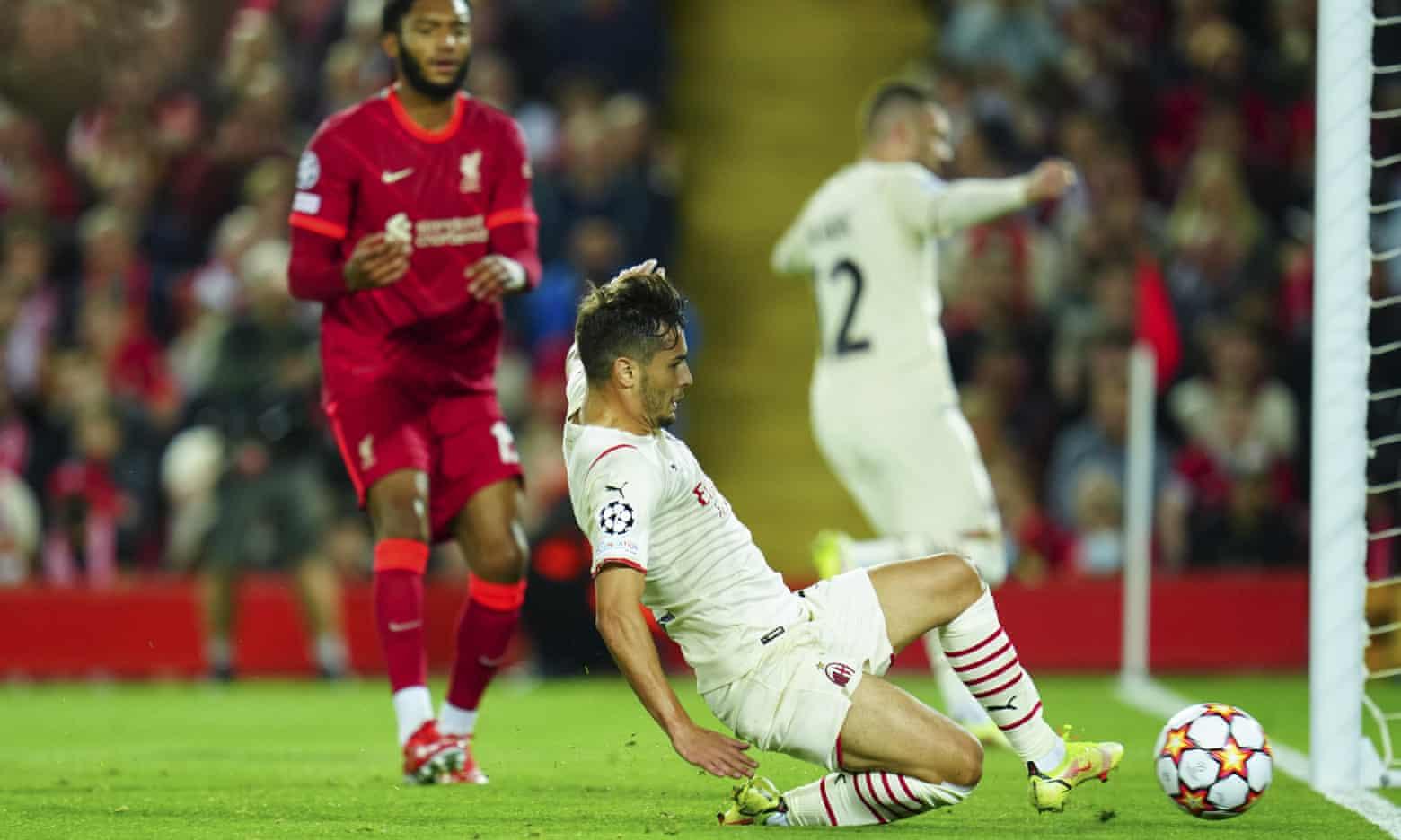 Brahim Diaz ghi bàn nâng tỷ số lên 2-1 cho Milan trong ít phút cuối hiệp một mà họ chơi ấn tượng nhất trên sân Anfield hôm 15/9. Ảnh: Shutterstock