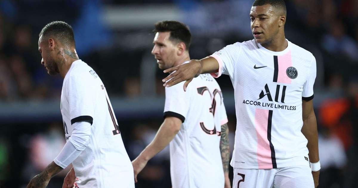 Neymar, Messi và Mbappe phối hợp không hiệu quả trong trận ra mắt Champions League. Ảnh: EPA.