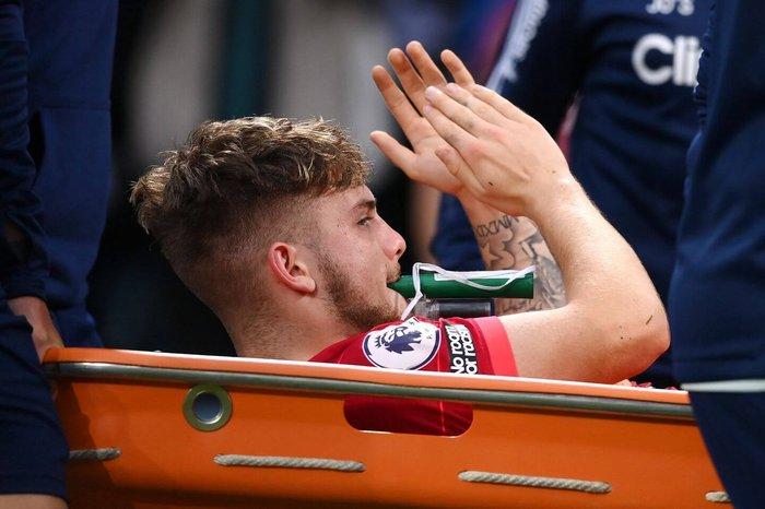 Elliott chấn thương nặng khi vừa trở lại Liverpool hè này, sau một năm được cho mượn tại Blackburn Rovers. Ảnh: Sky