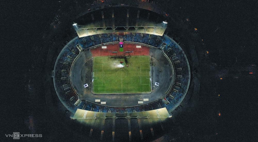 Sân vận động quốc gia Mỹ Đình khánh thành vào tháng 9/2003, với sức chứa 40.192 chỗ ngồi. Ảnh: Ngọc Thành