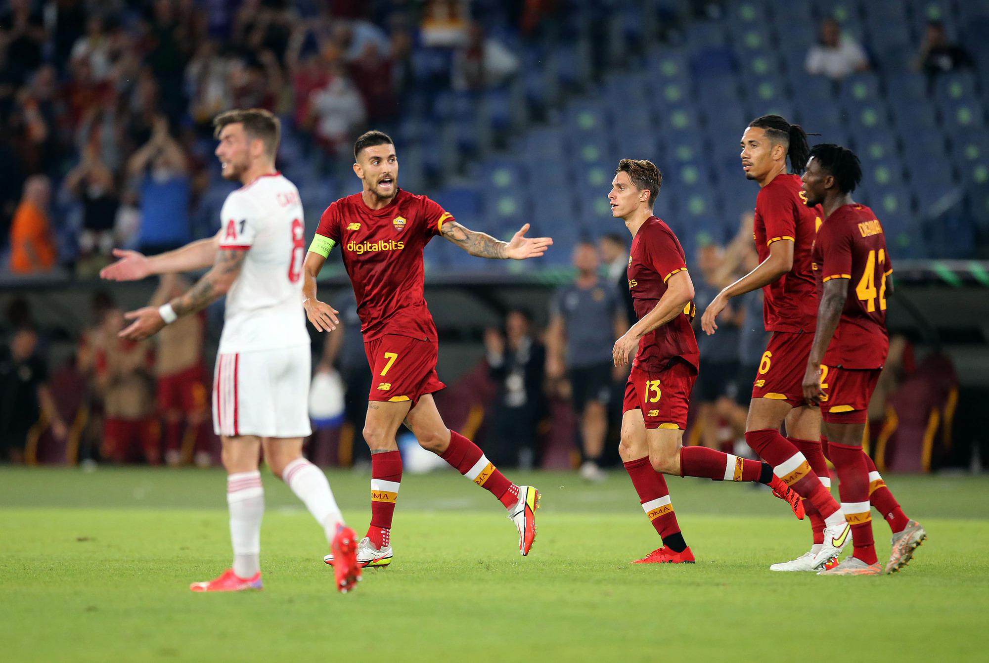 Pellegrini (số 7) chia vui với các cầu thủ Roma sau bàn gỡ hoà 1-1 trong trận thắng CSKA Sofia 5-1 ở Europa Conference League hôm 16/9. Ảnh: Corriere dello Sport