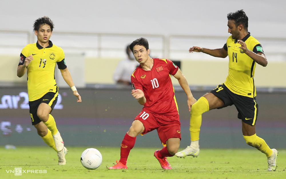 Công Phượng thi đấu khi tuyển Việt Nam thắng Malaysia tại UAE ở vòng loại thứ hai World Cup 2022. Ảnh: Lâm Thoả