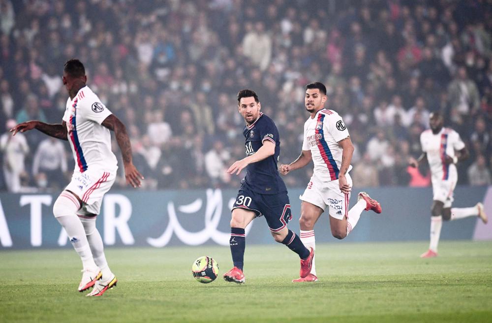 Messi có ngày ra mắt buồn trên sân nhà PSG, vô duyên với bàn thắng. Ảnh: AFP