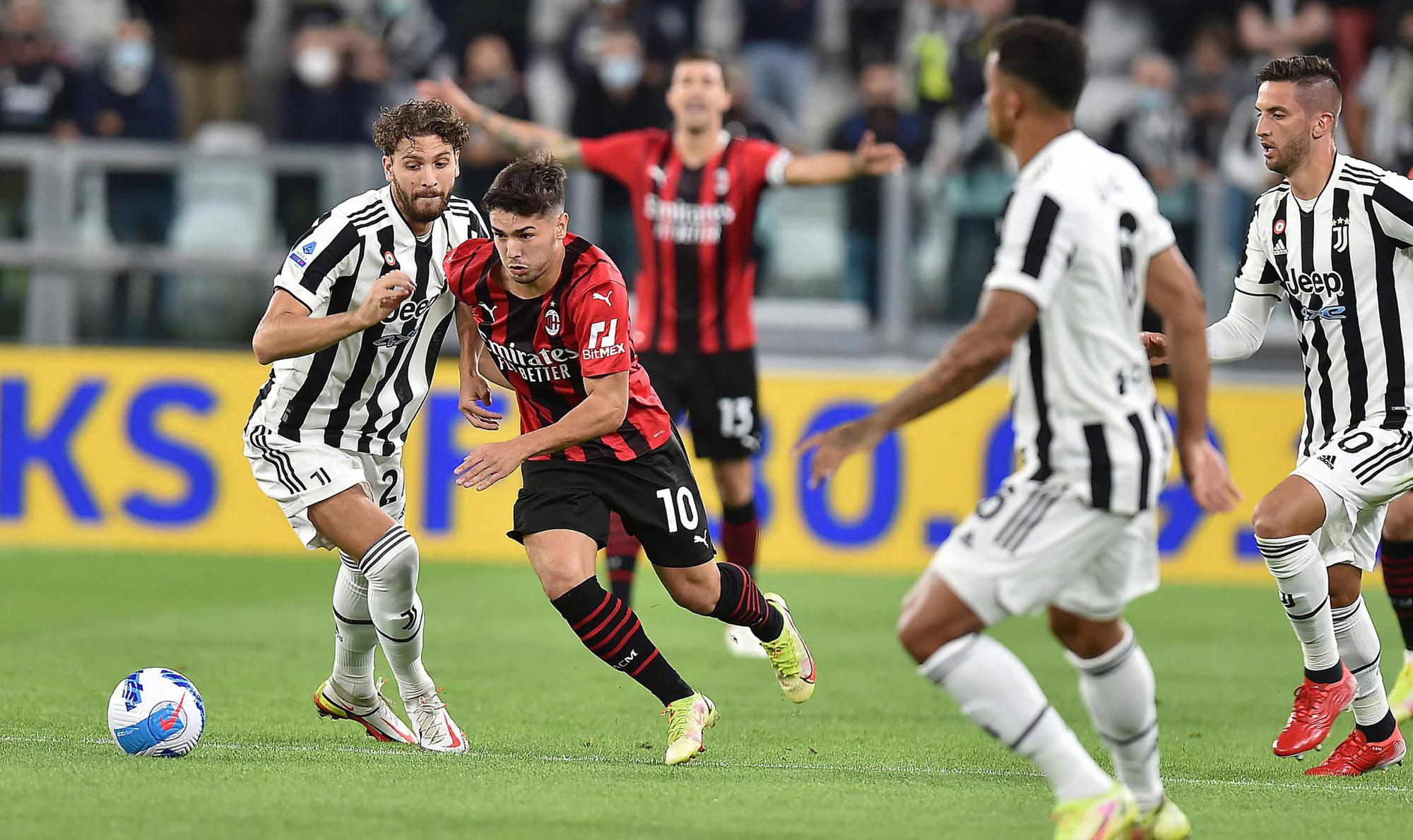 Milan cầm bóng 56%, dứt điểm nhiều hơn Juventus bốn cú (13 - 9) và xứng đáng ra về với ít nhất một điểm. Trong ảnh là tình huống tiền vệ chủ nhà Manuel Locatelli bị Brahim Diaz vượt qua ở hiệp một. Ảnh: ANSA
