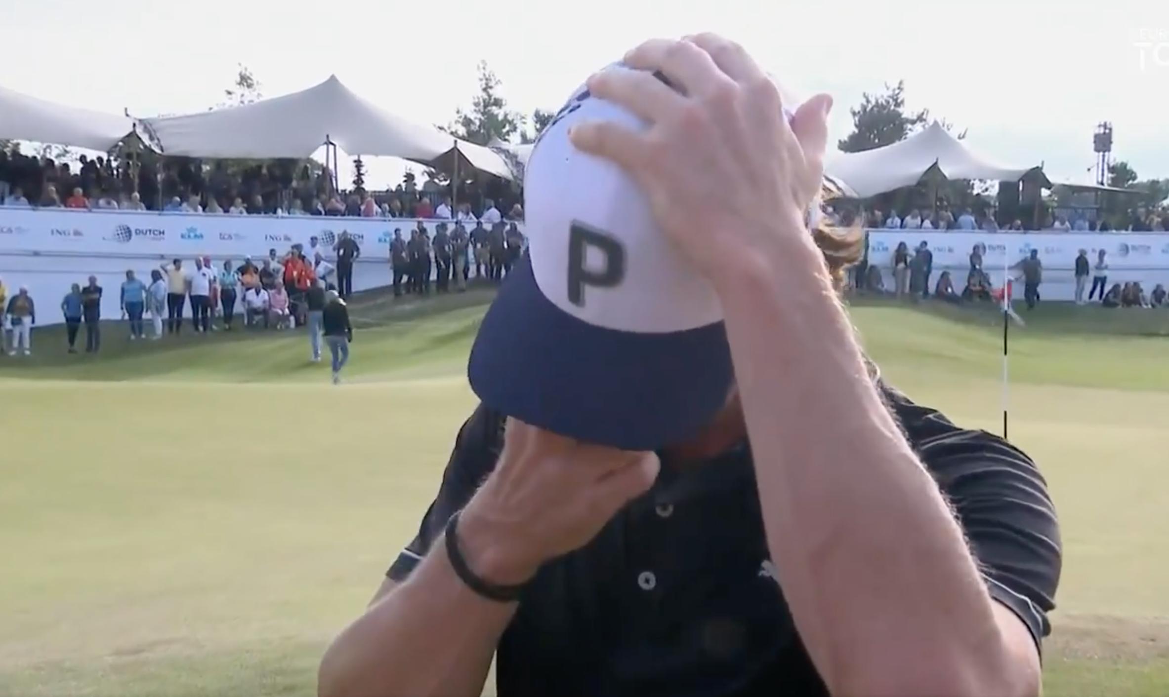 Broberg kéo mũ để giấu nét xúc động khi bật khóc sau chức vô địch Dutch Open. Ảnh chụp màn hình