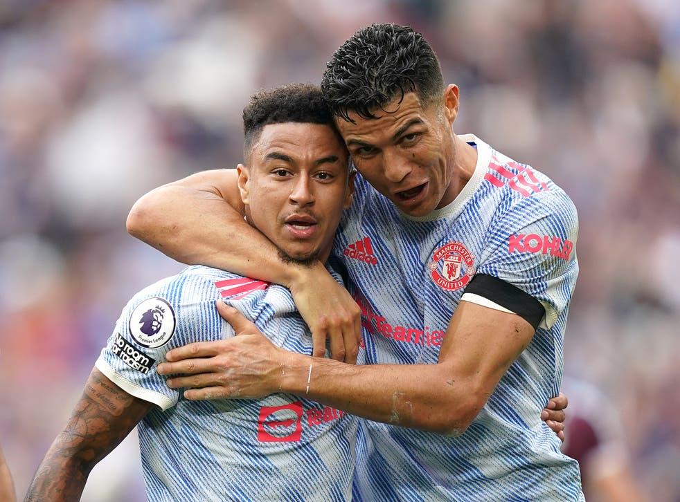 Lingard (trái) và Ronaldo ăn mừng bàn ấn định chiến thắng cho Man Utd trước West Ham. Ảnh: PA
