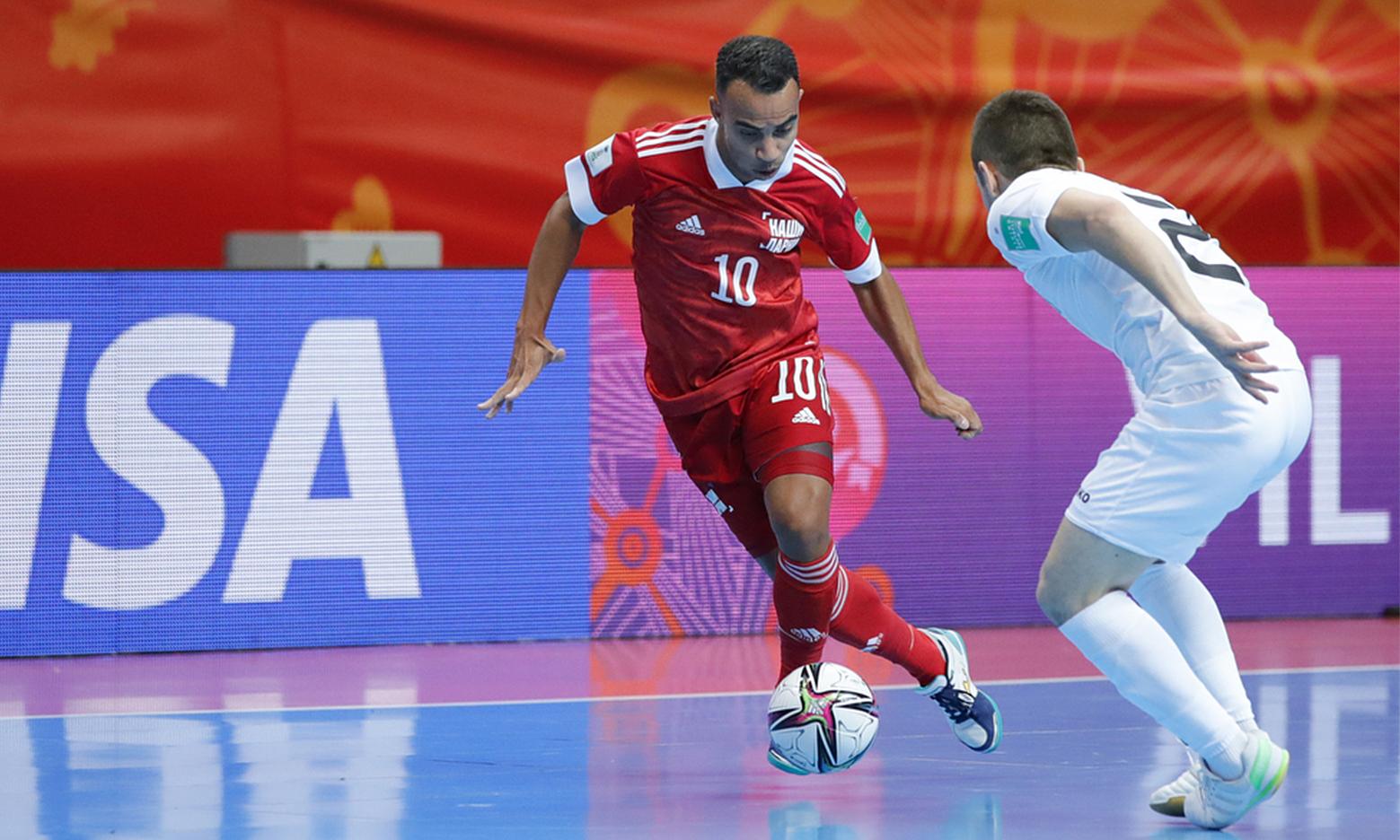 Robinho (số 10) là cầu thủ có ảnh hưởng lớn nhất của Nga ở vòng bảng. Ảnh: RFU