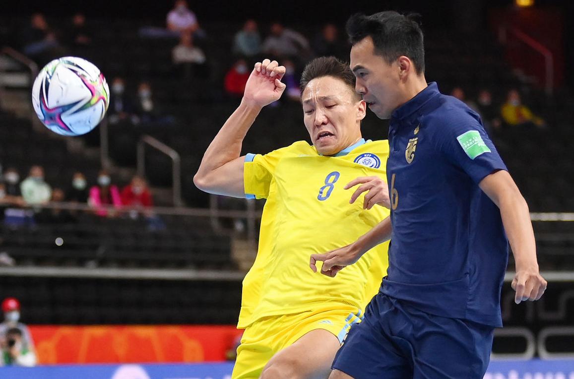 Thái Lan (áo xanh) chia tay World Cup sau trận thua thảm trước Kazakhstan. Ảnh: FIFA