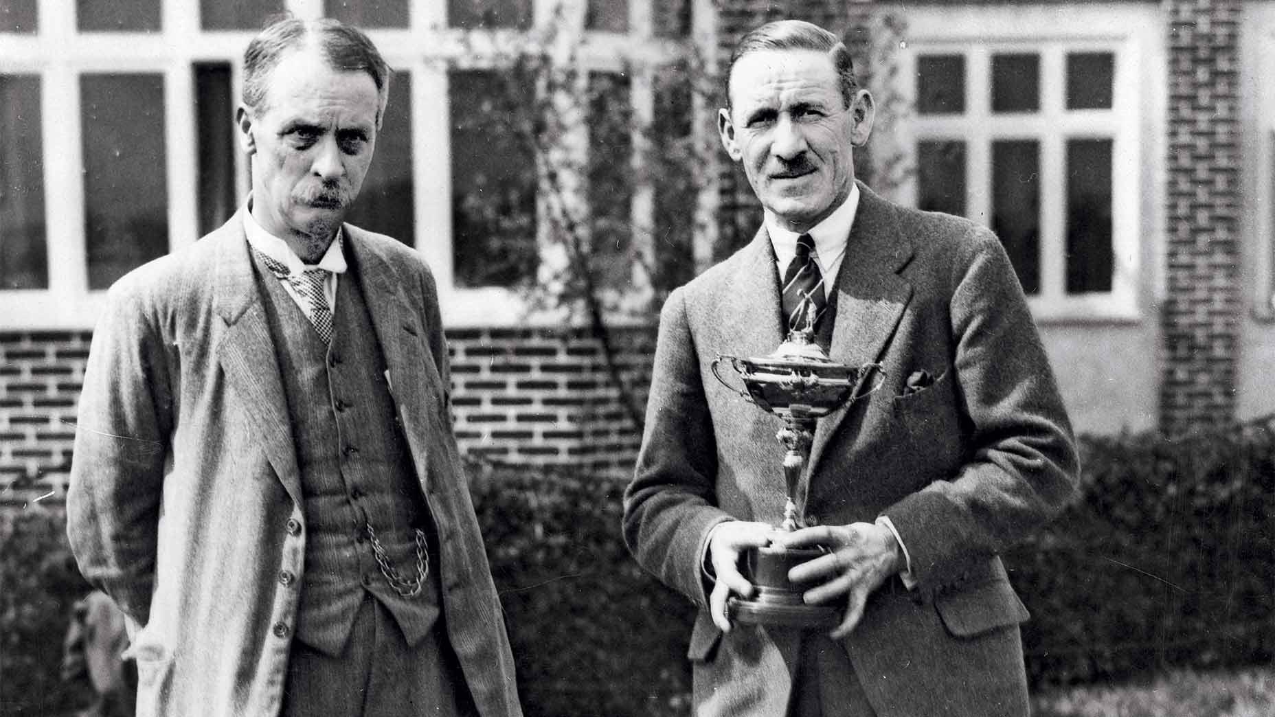 Samuel Ryder (trái) lúc sinh thời.
