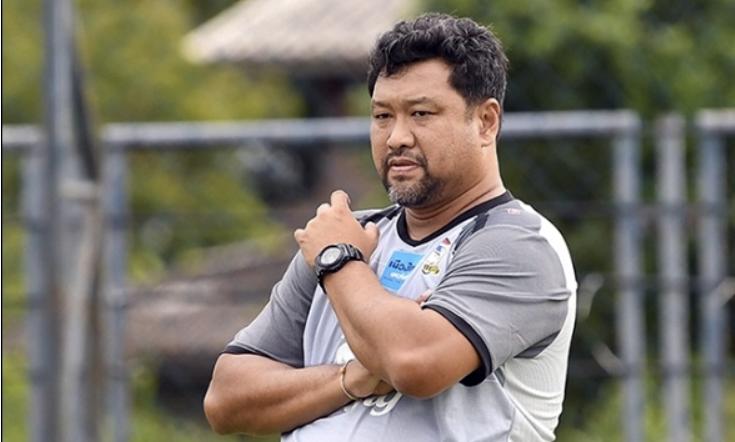 Srimaka từng dẫn dắt U23 Thái Lan đến tấm HC vàng SEA Games 2017. Ảnh: Goal