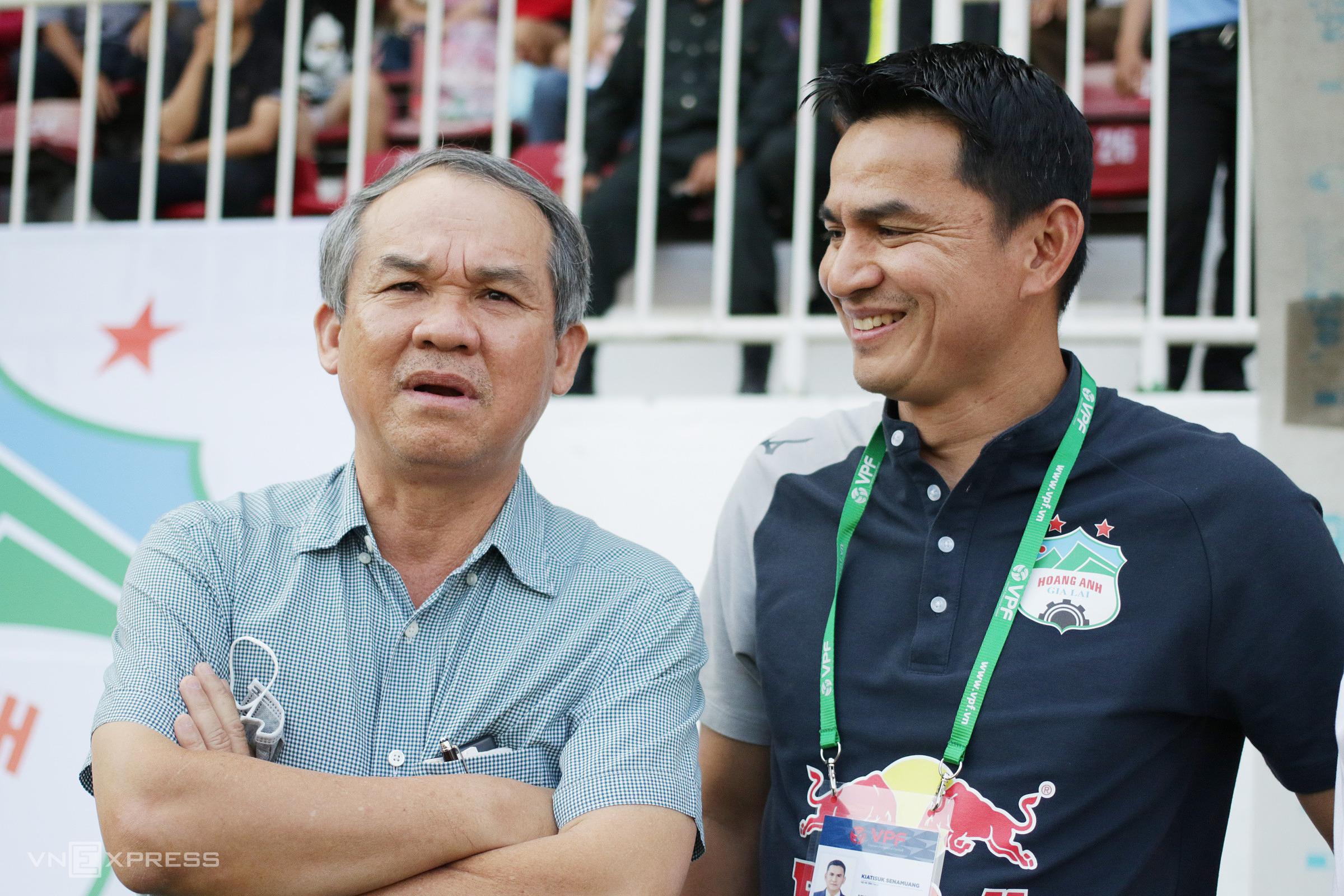 HLV Kiatisuk Senamaung sẽ tiếp tục đồng hành cùng bầu Đức để giúp đội bóng phố núi chinh chiến ở V-League và đấu trường châu Á 2022. Ảnh: Đức Đồng