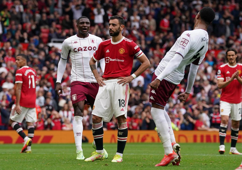 Vẻ thất vọng của Fernandes sau cú hỏng ăn khiến Man Utd thua trận. Ảnh: PA