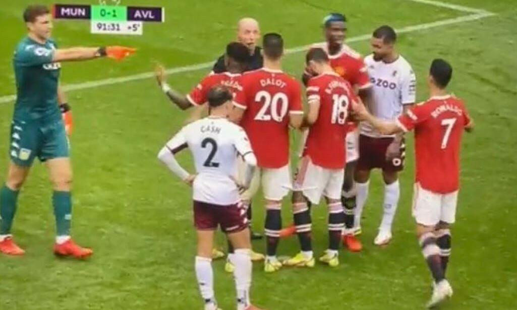 Martinez chỉ mặt Ronaldo để chơi đòn tâm lý. Ảnh: chụp màn hình