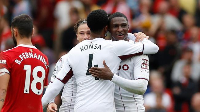Aston Villa thắng 1-0 nhờ cú đánh đầu của Hause (phải). Ảnh: Reuters.