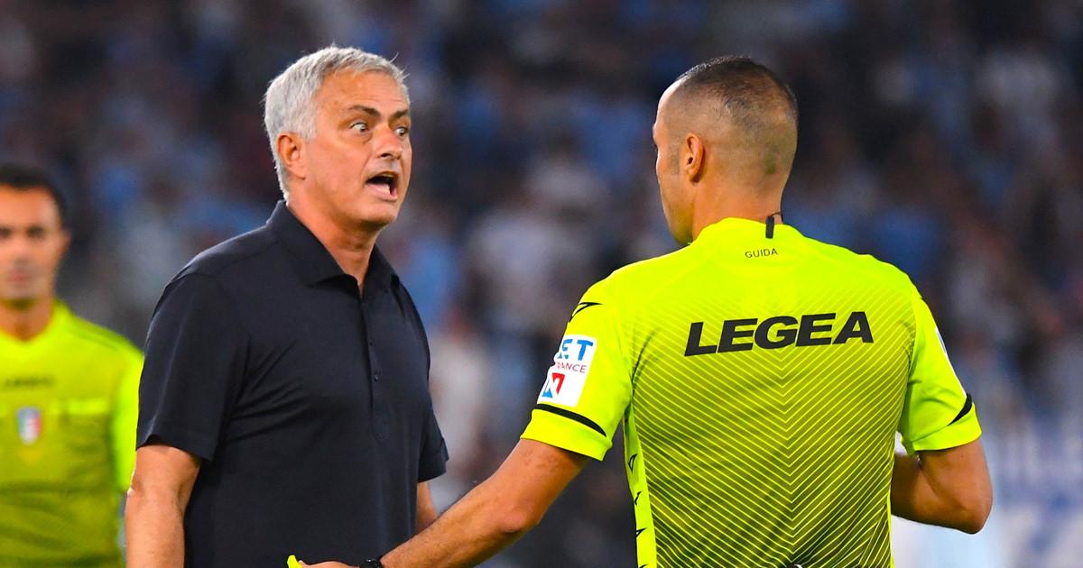 Mourinho là HLV đầu tiên của AS Roma trong 10 năm thua ngay lần đầu cầm quân ở derby thủ đô Rome. Ảnh: Sky
