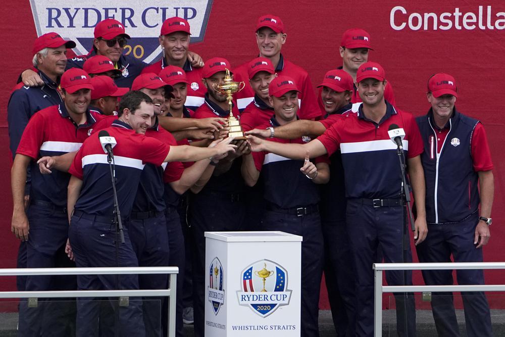 Tuyển Mỹ mừng Ryder Cup trong lễ đăng quang tại sân Whistling Straits, bang Wisconsin hôm 26/9. Ảnh: AP