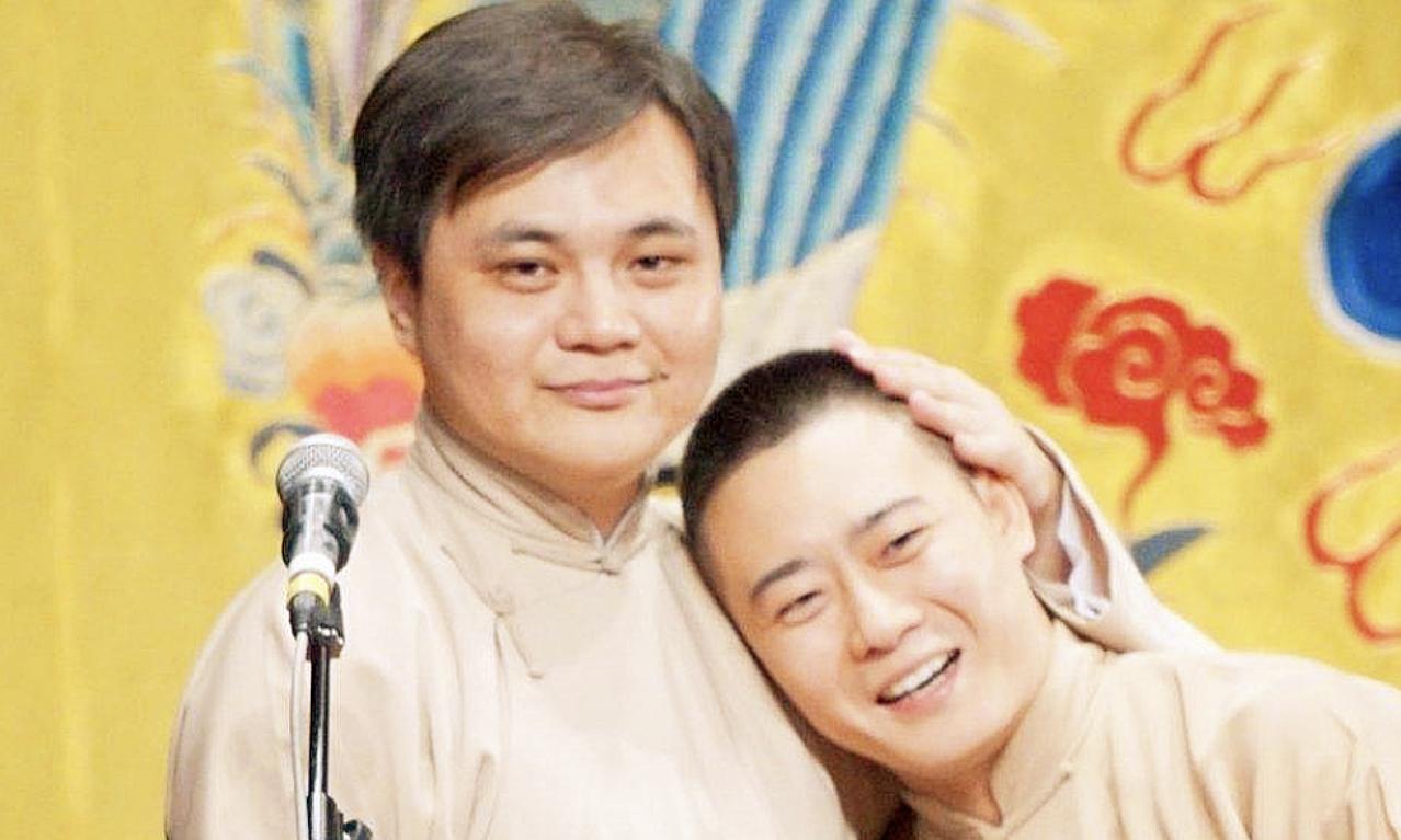 Cao Phong (trái) bên cạnh bạn diễn tương thanh. Ảnh: Sina