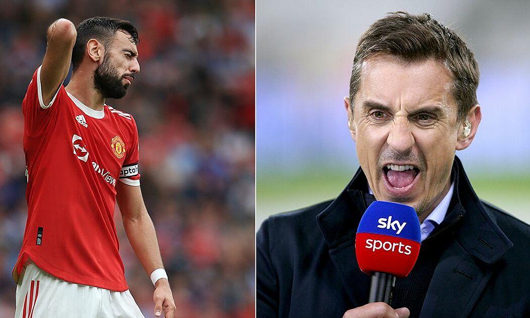 Neville cho rằng văn hoá xin lỗi của các cầu thủ không xuất phát từ tâm của họ. Ảnh: footballreporting