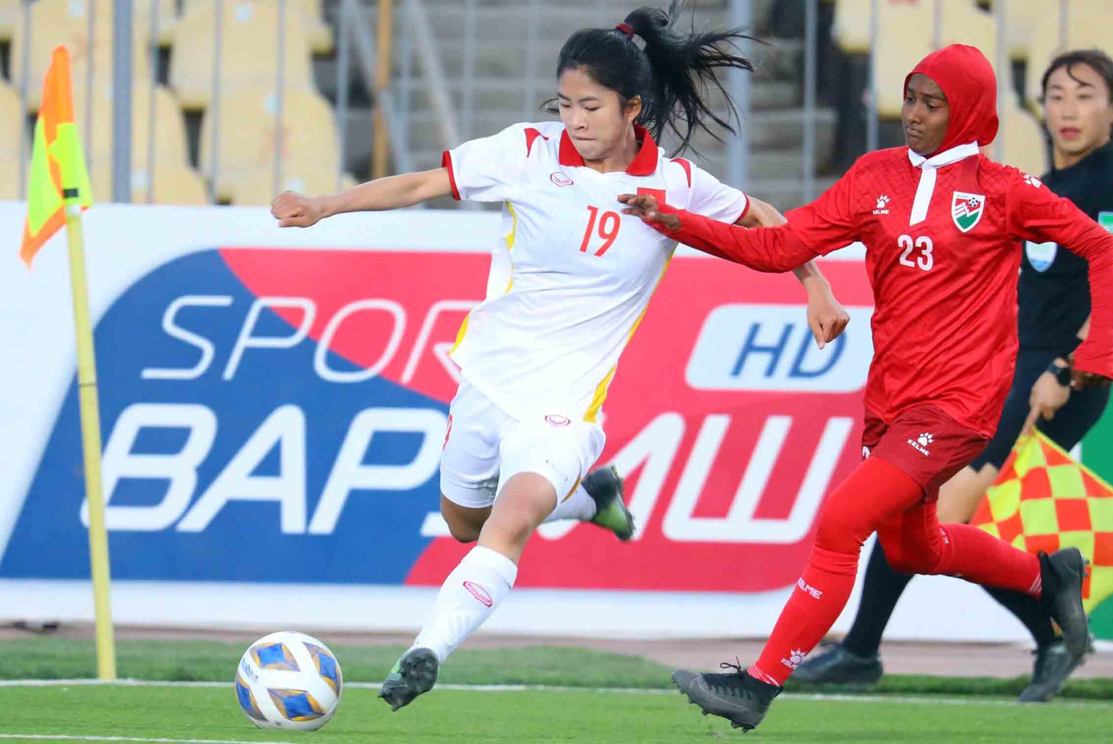 Tuyển nữ Việt Nam (áo trắng) được dự báo sẽ thắng đậm chủ nhà Tajikistan. Ảnh: AFC