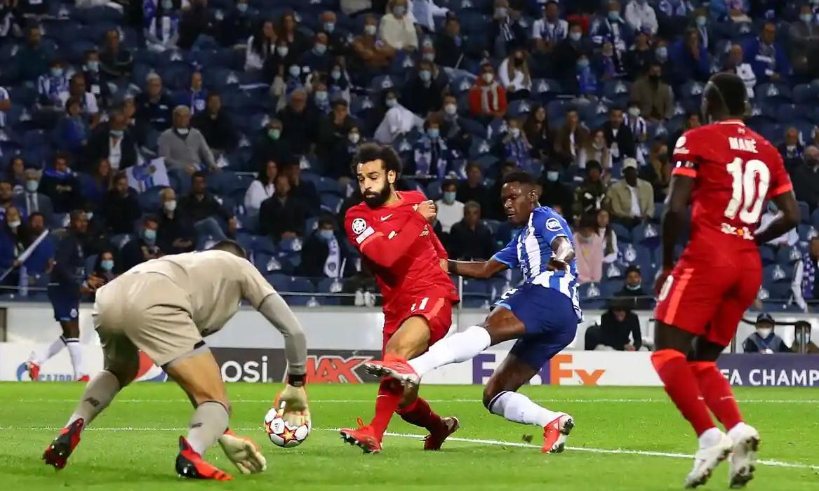 Salah tỏa sáng với cú đúp trên sân Dragao. Ảnh: Shutterstock.
