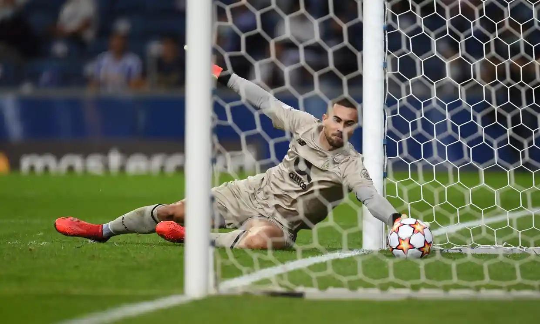 Thủ thành Porto Diogo Costa có ngày thi đấu thảm họa khi mắc sai lầm ở ba trong năm bàn thua. Ảnh: LiverpoolFC.