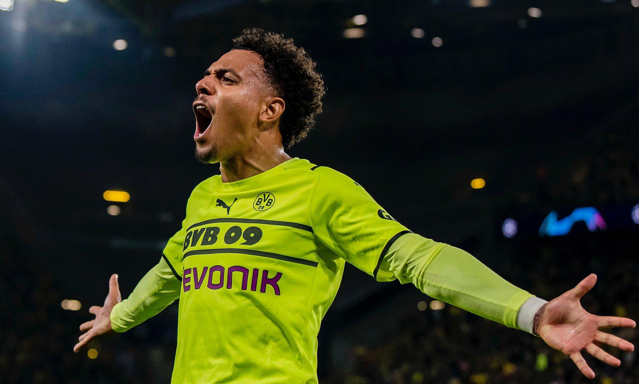 Malen phấn khích sau bàn mở tỷ số trên sân nhà Westfalen, giúp Dortmund hạ Sporting 1-0 hôm 28/9. Ảnh: Twitter / BVB