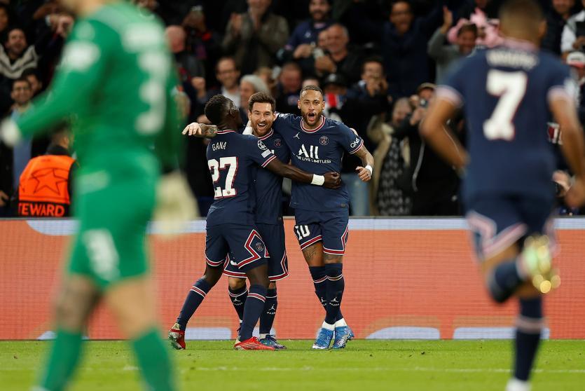 Messi ghi bàn đầu tiên cho PSG trong trận gặp Man City. Ảnh: EFE.